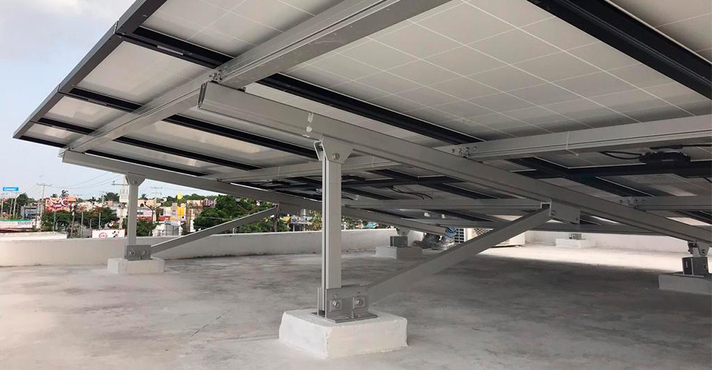 Tipos de estructuras para paneles fotovoltaicos: fijas a suelo, lastradas, móviles y flotantes.